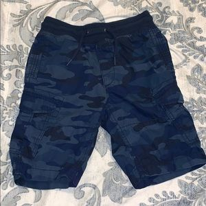 Boys GAP Blue Camo short size 6/7